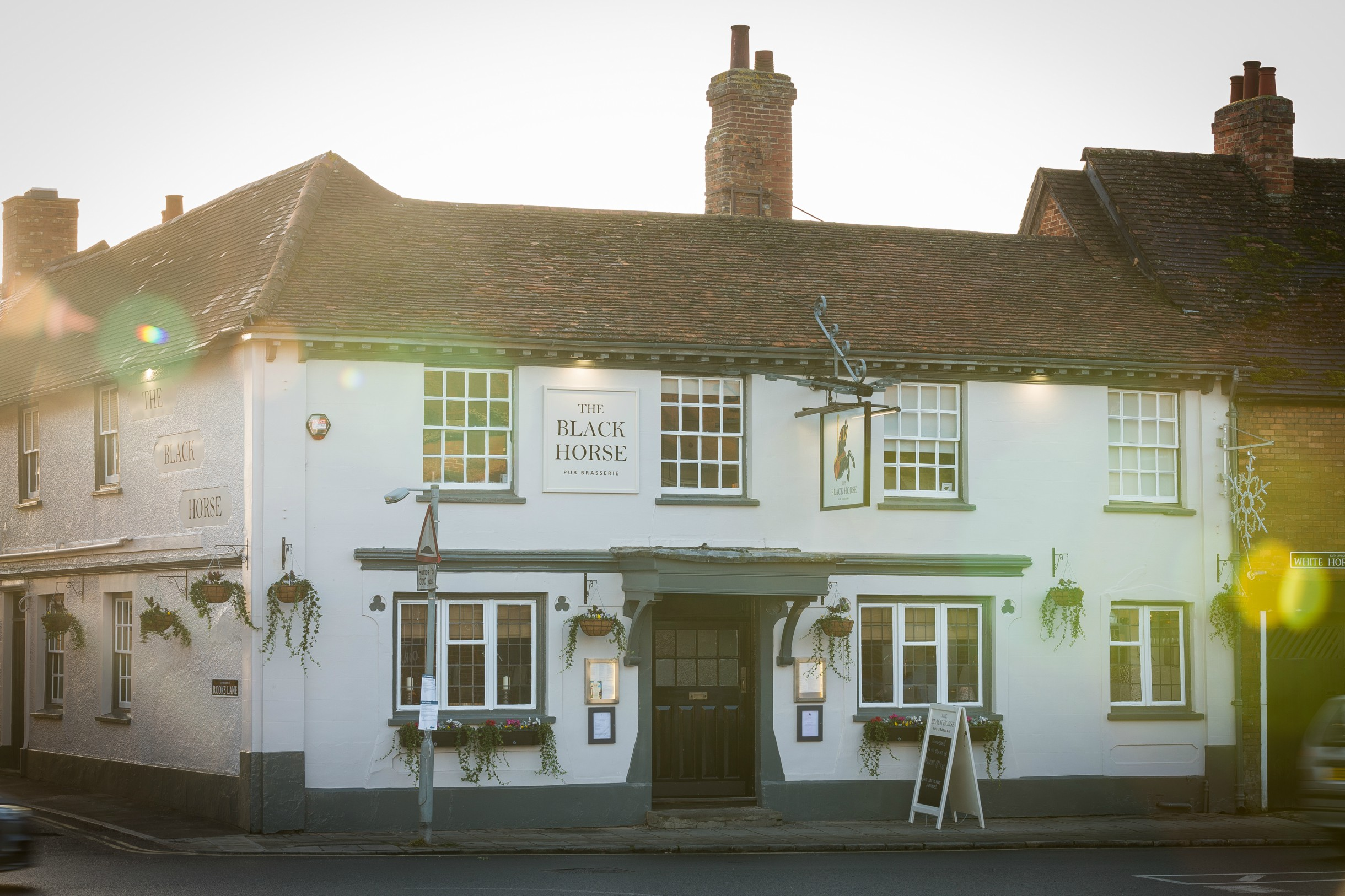 Pub In Thame Oxfordshire The Black Horse The White Brasserie Co